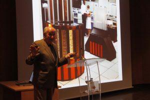 Eugenio Pardo durante la charla 'Seymour Cray, el Steve Jobs de la supercomputación'