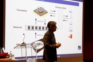 Benjamín Sahelices durante la conferencia en el Museo de la Ciencia de Valladolid