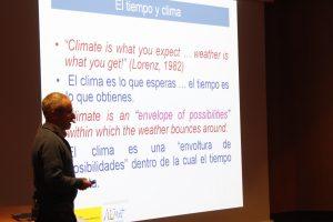 Juan Pablo Álvarez durante la charla '¿Estamos cambiando el clima?'