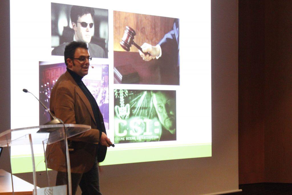 Luis Javier Capote Pérez durante la charla