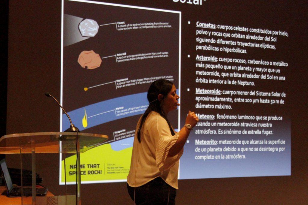 Verónica Casanova durante la charla 'Amenazas del cielo