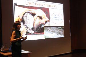 Alicia Armentia durante la charla '¿Será alergia?'