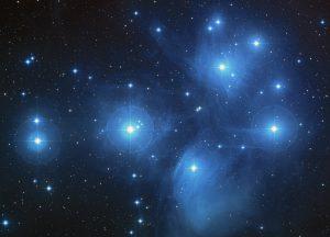 Imagen compuesta en color de las Pléyades del Digitized Sky Survey./ Wikimedia