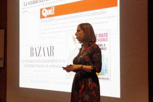 Deborah García Bello durante la charla 'Ciencia y cosmética'