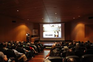 Juan Antonio Belmonte durante su charla en el Auditorio del Museo