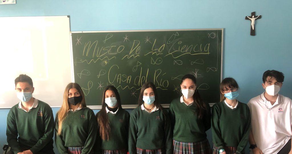 Grupo del colegio Jesuitinas, ganador del Kahoot de la Casa del Río